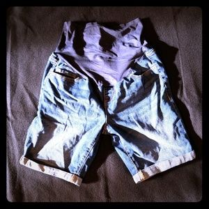 Old Navy Maternity Denim full panel shorts Sz 10